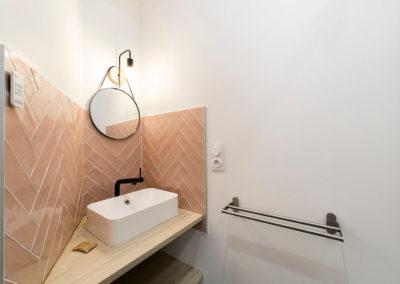 photo de Laurens CALLENS, vasque de salle de bain décorée par Mélanie Alfon d'Iconic Studio